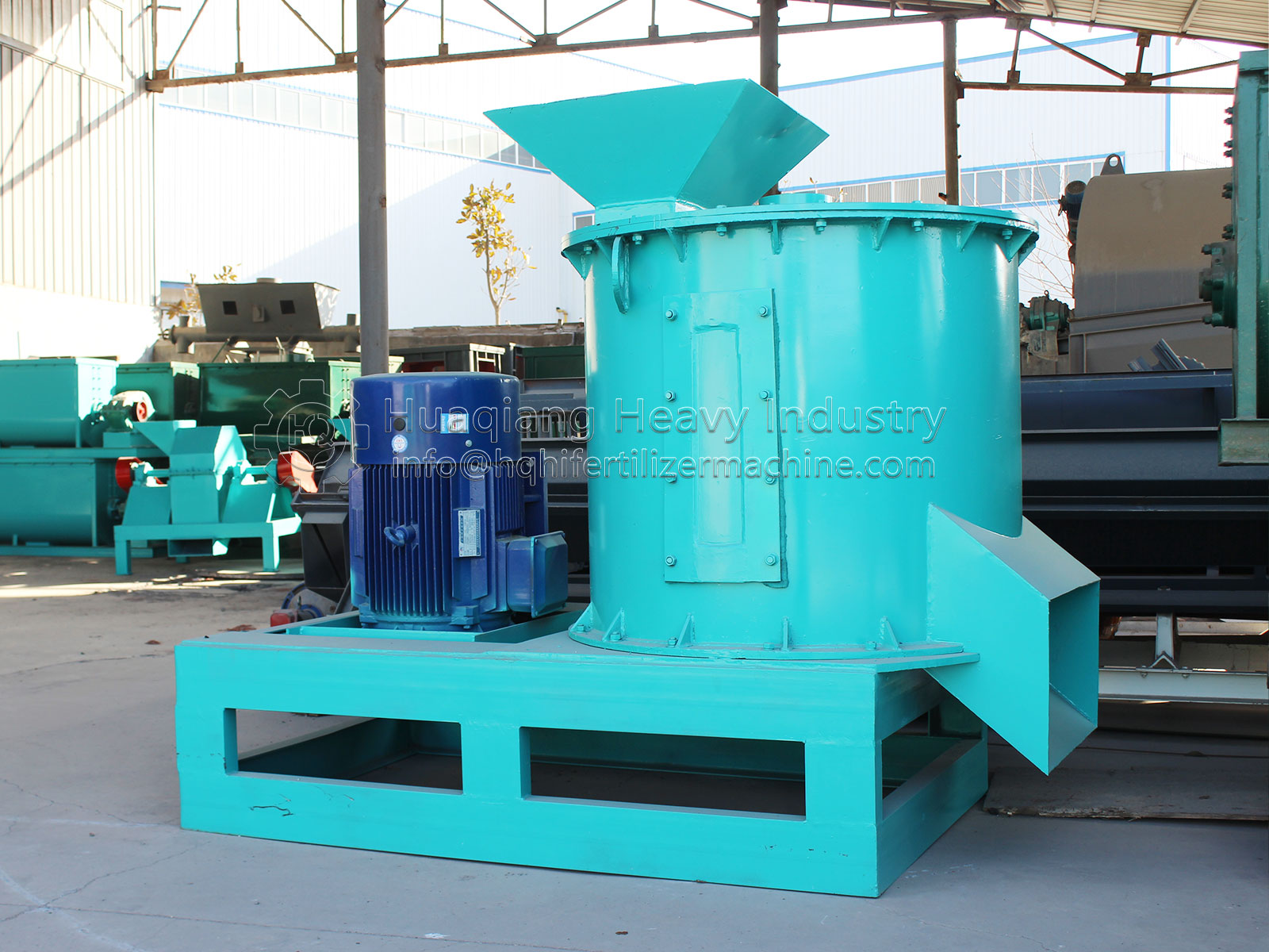 Introduction to the configuration of semi wet material crusher for organic fertilizer